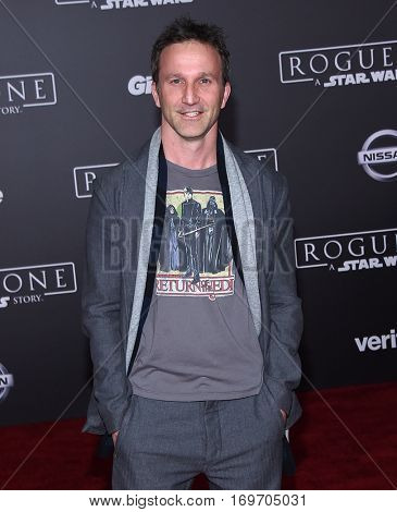 LOS ANGELES - DEC 10:  Breckin Meyer arrives to the 'Rogue One: A Star Wars Story' World Premiere on December 10, 2016 in Hollywood, CA