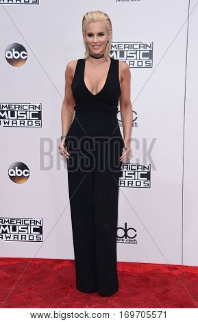 LOS ANGELES - NOV 20:  Jenny McCarthy arrives to the American Music Awards 2016 on November 20, 2016 in Hollywood, CA