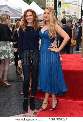 LOS ANGELES - DEC 15:  Robyn Lively and Blake Lively arrives to the Walk of Fame honoring Ryan Reynolds on December 15, 2016 in Hollywood, CA