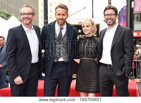 LOS ANGELES - DEC 15:  Ryan Reynolds, Anna Faris, Rhett Reese and Paul Wernick arrives to the Walk of Fame honoring Ryan Reynolds on December 15, 2016 in Hollywood, CA