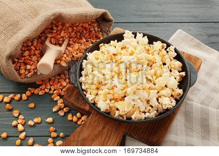 Pan full of traditional popcorn on wooden board