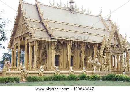 The beautiful Buddhist temple attracts parishioners with the look and decorates to the district