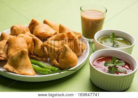 small samosa or mini samosa with sauce and hot tea