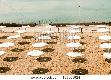 Image of a deserted beach in a sunny day