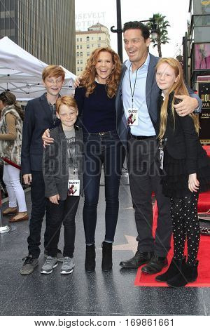 LOS ANGELES - DEC 15: Bart Johnson, Robyn Lively, Baylen Johnson, Kate Johnson,  Wyatt Blake Johnson as Ryan Reynolds is honored with a star on the Walk of Fame on December 15, 2016 in Los Angeles, CA