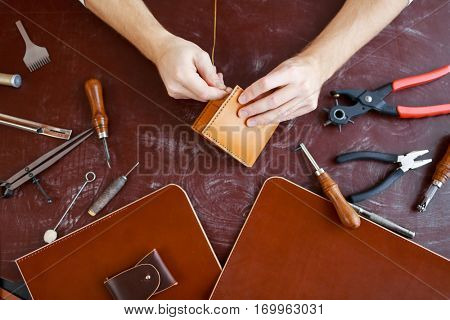 Making leather purse