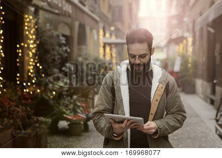 Beardy guy reading while walking