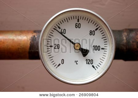 Heating and water thermometer in the cellar of a house