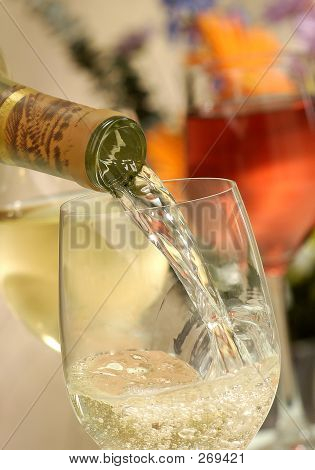 Pouring Wine,chardonnay