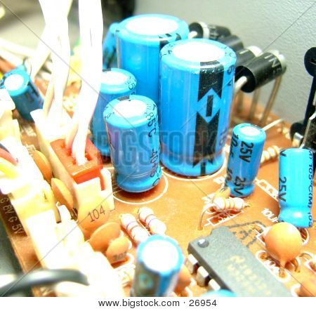 Electronic Circuit, With Large Capacitors