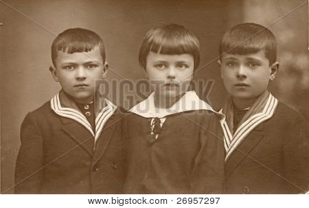 Vintage photo of three siblings (twenties)
