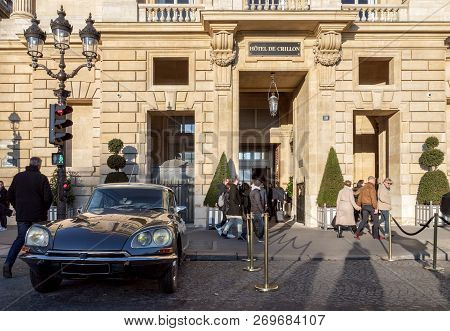 France, Paris - November 18, 2018: Citroen Ds21, A French Vintage Car, Parked In Front Of The Hotel