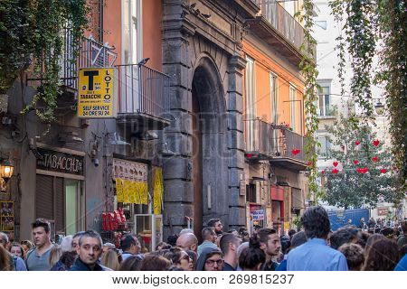 Naples, Italy - 04 November, 2018. Streetlife In Napoli. Scenes Of The Everyday Life Of The Italians