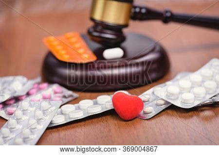 Medicine And Law. Trial On Medics. Forensic Medicine. Drug Fraud. Illicit Drug Trafficking. Concept