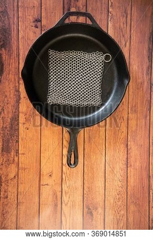 Small Ring Chainmail Scrubber - For Cast Iron, Stainless Steel, Hard Anodized Cookware And Other Pot