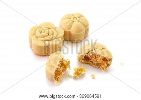 Delicious Pineapple Bread Of Flower Shaped And Inside With Preserved Pineapple Put On A White Backgr