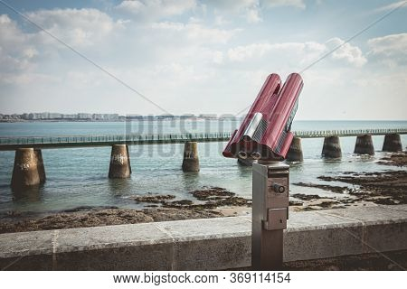 Sables D Olonne, France - October 13, 2015 : Binocular Telescope For Tourist Pointed To The Beach On