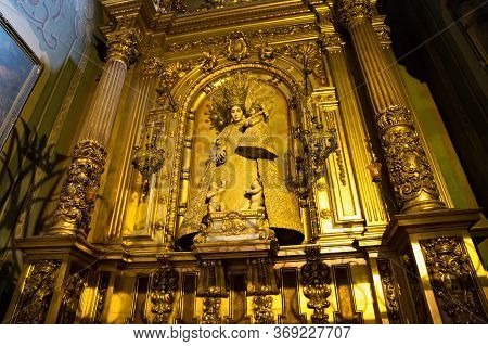 Barcelona, Spain - May 16, 2017: Sculpture Of Virgin Mary With Jesus In The Niche As Details Interio
