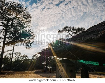Loei/thailand-17 Feb 2019:unacquainted People In Local Shop On Lomsak Cliff On Phu Kradueng Mountain
