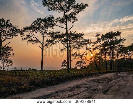 Beautiful Sunset On Phu Kradueng Mountain In Loei City Thailand.phu Kradueng National Park The Famou