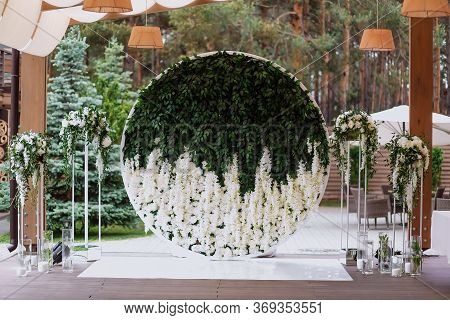 Round Made Of Flowers And Leaves European Style Wedding Photozone Decorated With Flowers