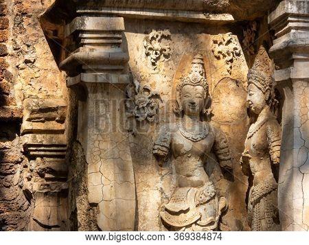 ,wat Chet Yot Temple,ฺb.e. 1998 King Tilokaraj The 9th King Of The Mangrai Dynasty Built Of Laterite