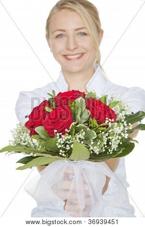 blond woman with a bouquet of red roses
