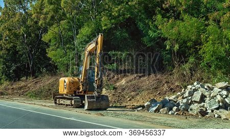 Mackay, Queensland, Australia - June 2020: Roadwork Excavator Machinery Used In Road Repairs Of A Hi