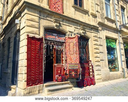 Baku, Azerbaijan- April, 14, 2019: Traditional And Antique Souvenirs In The Old Town Of Baku, Azerba