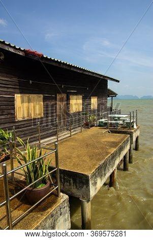 Koh Lanta, Thailand - January, 2014: Traditional Fisherman Old Town Village In Andaman Sea, Ko Lanta