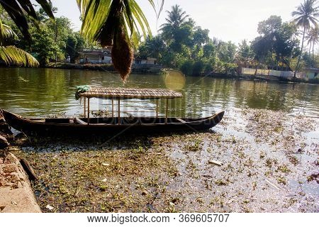 A Scenic Full Of Sunshine View Of Boat Under A Blue Sky In Backwaters Situated In Allepey Town Locat