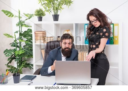 Technology Should Be Managed Professionally. Project Managers Use Computer In Office. E-business. Ne