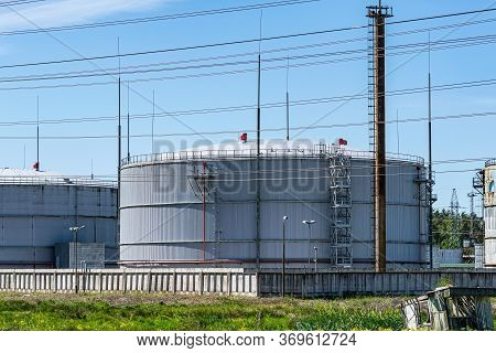 Industrial Natural Gas Storage Tanks. Gas Tank In Petroleum Refinery. Above-ground Storage Tank.