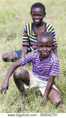 Africa, Kenya, Oktober, 2016 - Smiling African Kids In Striped T-shirts In The Savannah Meadows In K