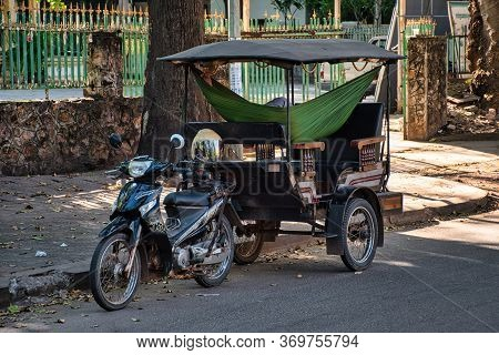 Siem Reap, Cambodia, 12.28.2019: Traditional Motorbike Tuk Tuk Taxi, A Popular Transportation In Sie