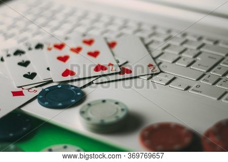 Internet Gambling Services. Betting On The Internet And Winning Money With Games Of Chance.
