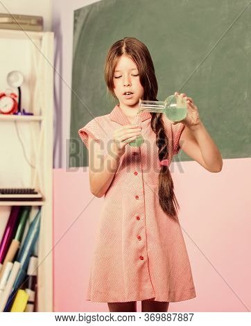 Chemical Reaction. Chemical Liquid. Science Lesson. School Laboratory. Scientific Experiment. Fascin