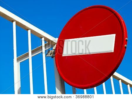 Round sign No Entry