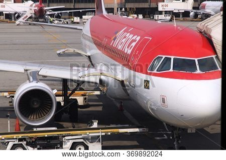 Sao Paulo, Brazil - October 12, 2014: Avianca Airline Airbus A320 At Guarulhos Airport In Sao Paulo.