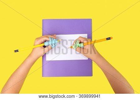 Ergonomic Training Pencil Holder, Double Thumb, Handwriting Exercises For Preschooler