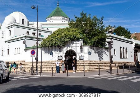 Paris, France - August 30, 2019: This Is A Complex Of Buildings Of The Paris Cathedral Mosque In The