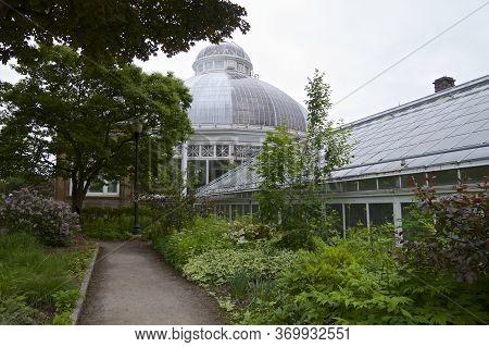 Toronto, Ontario / Canada - 06/05/2017:  Allen Garden - Building Exterior - An Urban Public Park Wit