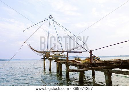 Chinese Fishing Nets Or Cheena Vala A Type Of Stationary Lift Net ,indian Fishermen In The City Of C