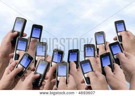Mobil Phones - Many Hands