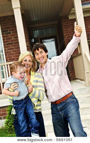 Familia entusiasmado en casa