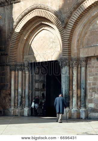 Old man at the Church of the Holy Sepulchre Gates.