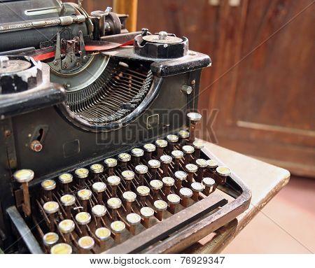 Black Rusty Typewriter With Round Keys