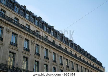Luxury Avenue'S Roof In Paris