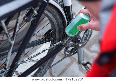 to take care of the bike to lubricate parts and clean poster
