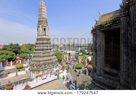 Bangkok, Thailand - December 15, 2014: Wat Arun (temple Of Dawn) Temple Derives Name From The Hindu